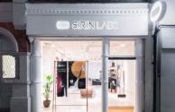 在Sirin Labs内部的第一个区块链智能手机零售店
